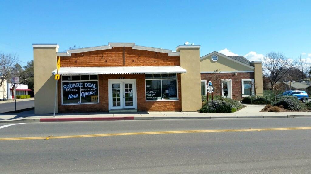 Commercial pour l Vente à 2111 Myers Street 2111 Myers Street Oroville, Californie 95966 États-Unis