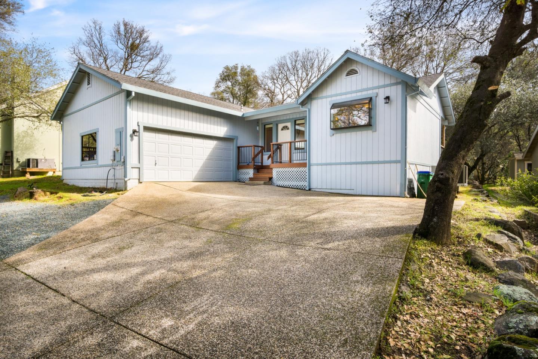 獨棟家庭住宅 為 出售 在 18031 Foxtail Drive 18031 Foxtail Drive Penn Valley, 加利福尼亞州 95946 美國