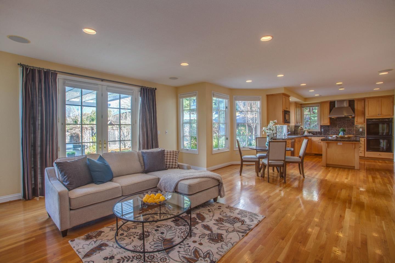 Einfamilienhaus für Verkauf beim 10465 Madrone Court 10465 Madrone Court Cupertino, Kalifornien 95014 Vereinigte Staaten