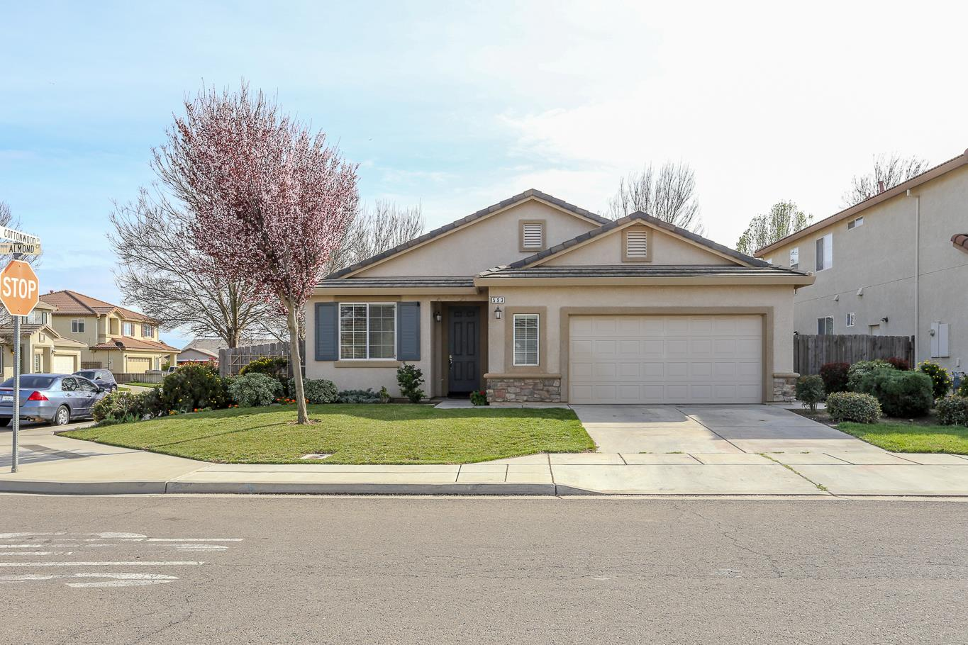 Single Family Home for Sale at 593 Almond 593 Almond Chowchilla, California 93610 United States