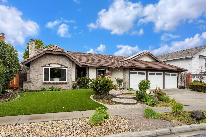واحد منزل الأسرة للـ Sale في 631 Dundee Avenue 631 Dundee Avenue Milpitas, California 95035 United States