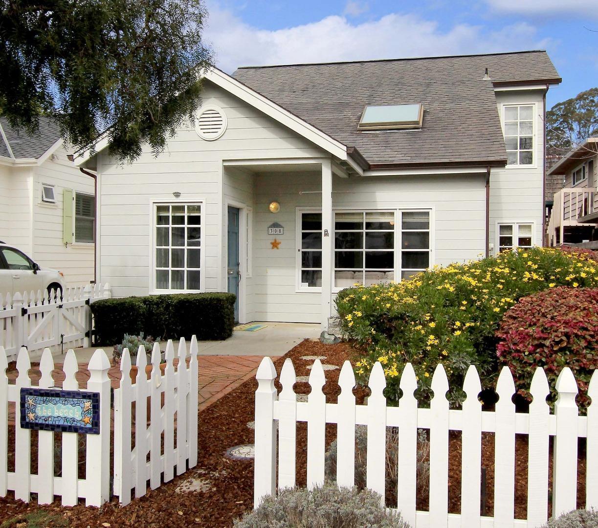 獨棟家庭住宅 為 出售 在 308 El Salto Drive 308 El Salto Drive Capitola, 加利福尼亞州 95010 美國