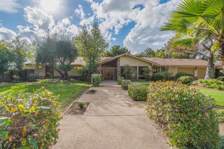 Casa Unifamiliar por un Venta en 6115 N Dolores Avenue 6115 N Dolores Avenue Fresno, California 93711 Estados Unidos