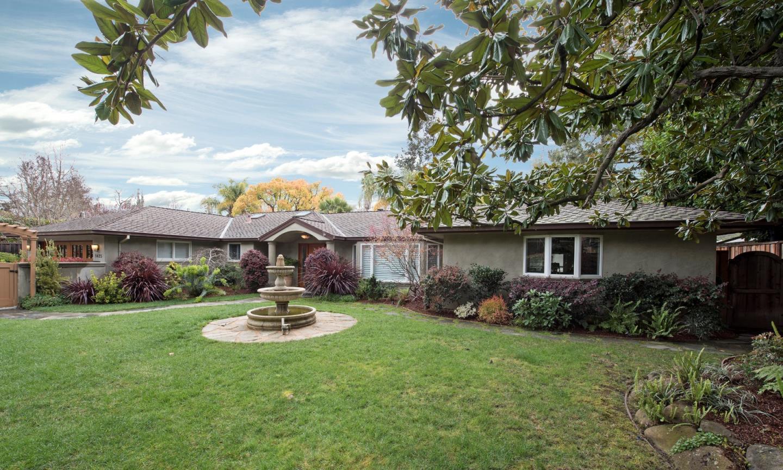 واحد منزل الأسرة للـ Sale في 1425 Valparaiso Avenue 1425 Valparaiso Avenue Menlo Park, California 94025 United States