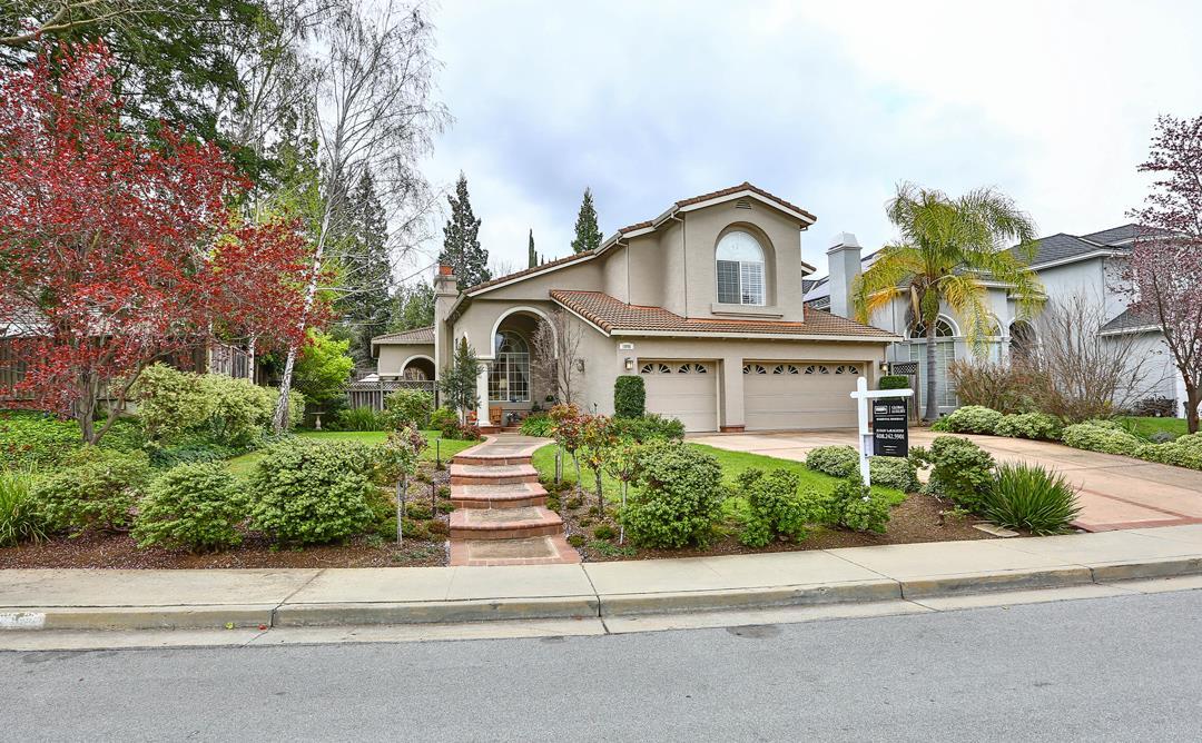 獨棟家庭住宅 為 出售 在 1096 Queensbridge Way 1096 Queensbridge Way San Jose, 加利福尼亞州 95120 美國