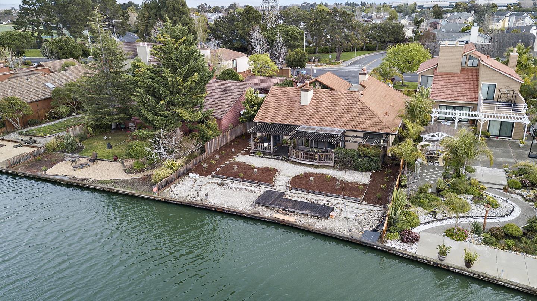 獨棟家庭住宅 為 出售 在 700 Santa Rosa Lane 700 Santa Rosa Lane Foster City, 加利福尼亞州 94404 美國
