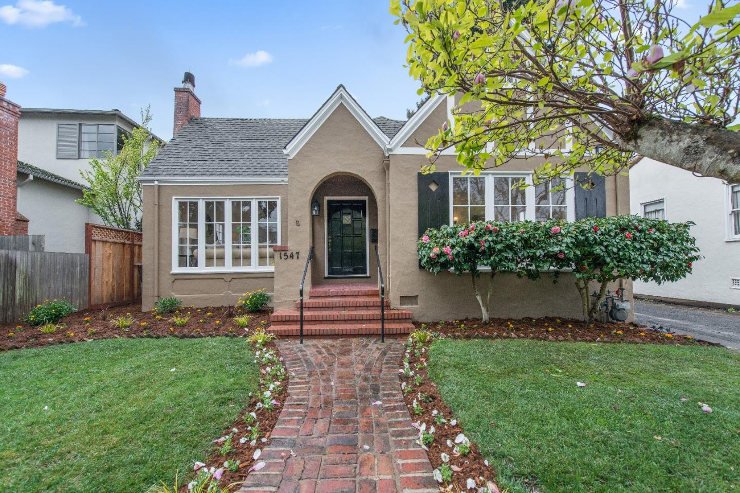 Single Family Home for Sale at 1547 Columbus Avenue 1547 Columbus Avenue Burlingame, California 94010 United States