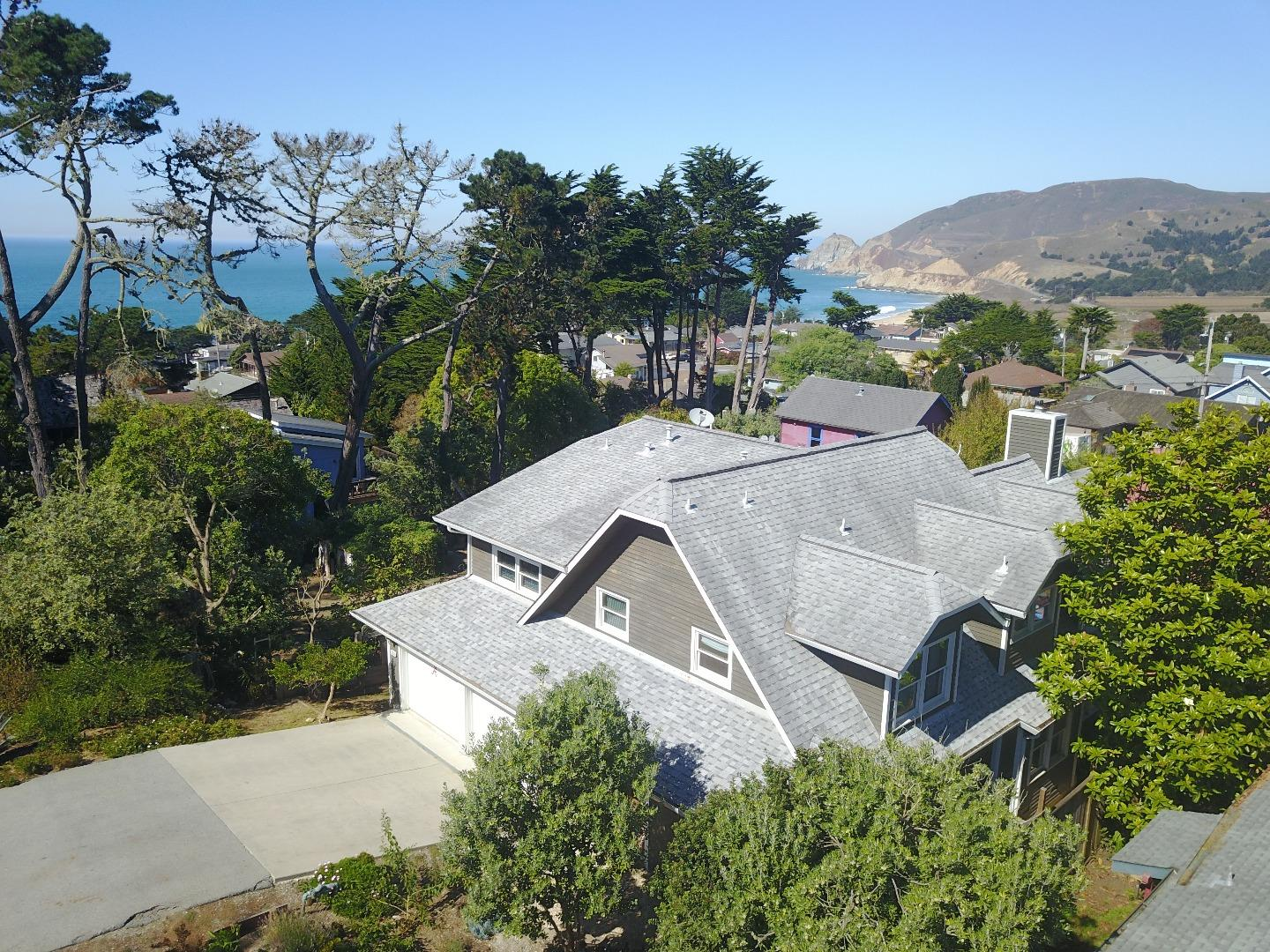 Single Family Home for Sale at 349 8th Street 349 8th Street Montara, California 94037 United States