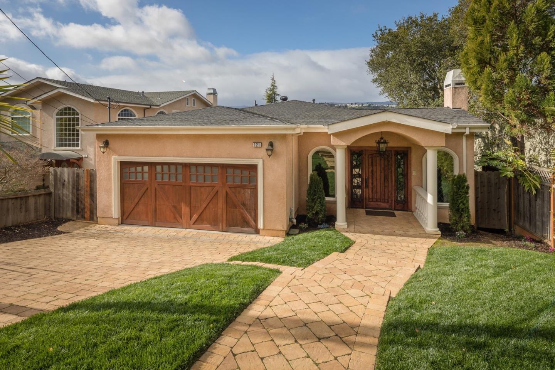 واحد منزل الأسرة للـ Sale في 121 Northam Avenue 121 Northam Avenue San Carlos, California 94070 United States