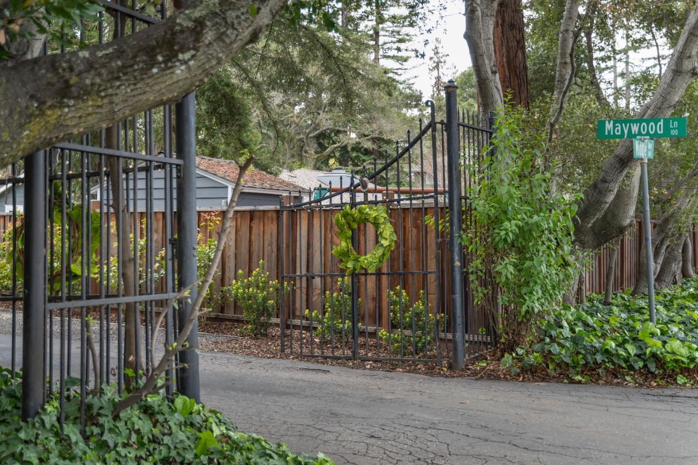 واحد منزل الأسرة للـ Sale في 8 Maywood Lane 8 Maywood Lane Menlo Park, California 94025 United States