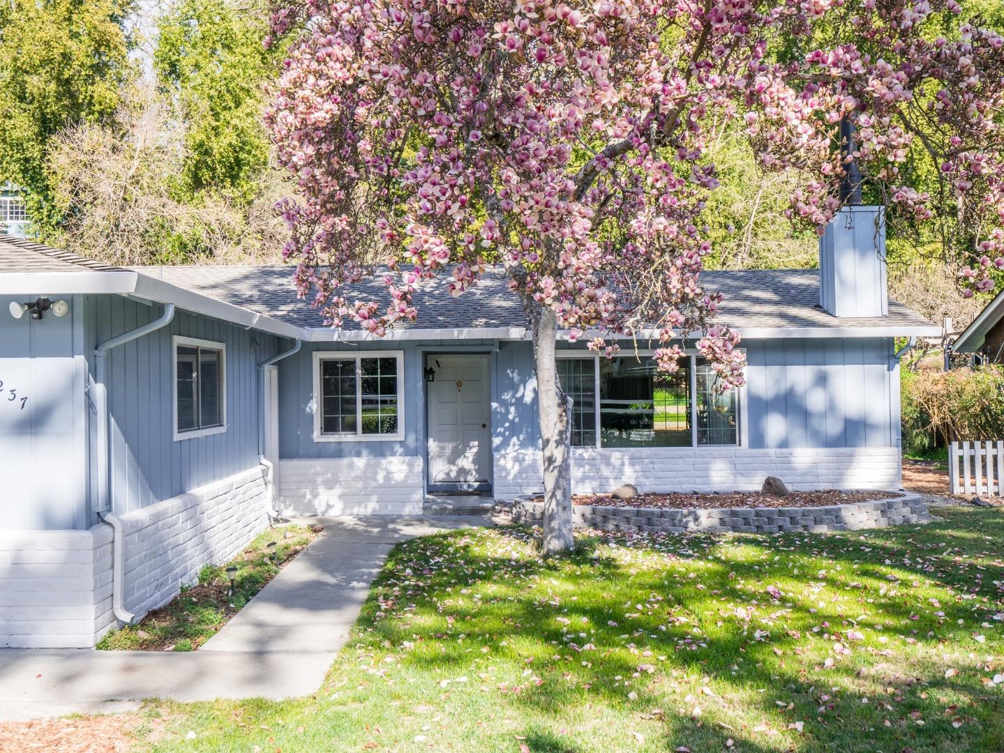 واحد منزل الأسرة للـ Sale في 237 Riverside Avenue 237 Riverside Avenue Ben Lomond, California 95005 United States