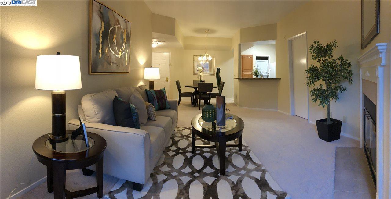 Condominio por un Alquiler en 25938 Kay Avenue 25938 Kay Avenue Hayward, California 94545 Estados Unidos