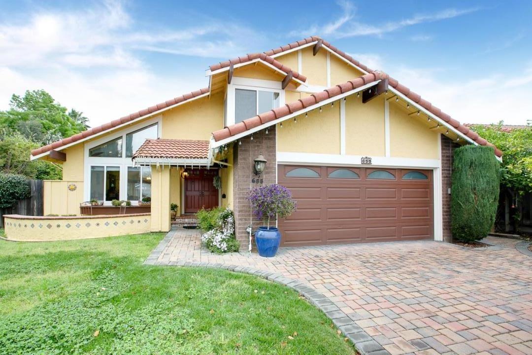 獨棟家庭住宅 為 出售 在 655 Donahe Drive 655 Donahe Drive Milpitas, 加利福尼亞州 95035 美國