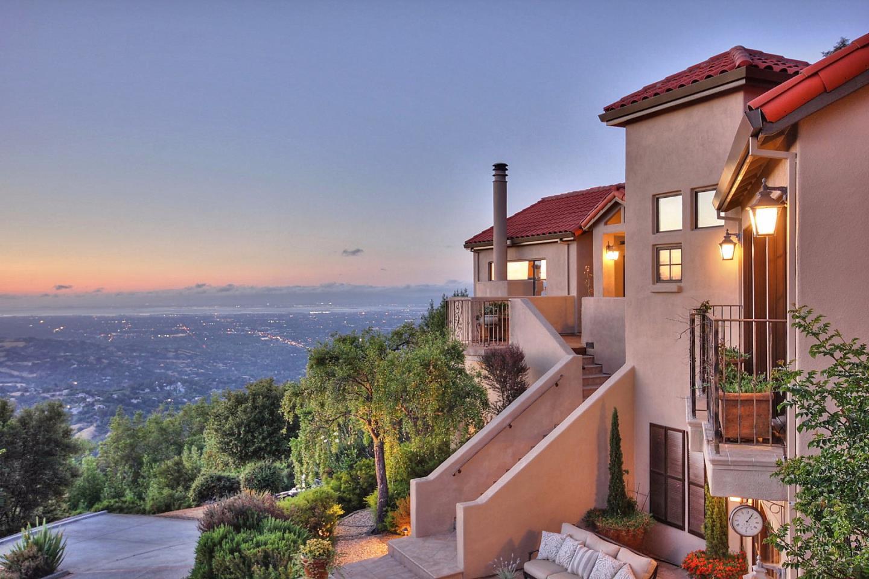 Частный односемейный дом для того Продажа на 15668 BOHLMAN Road Saratoga, Калифорния 95070 Соединенные Штаты