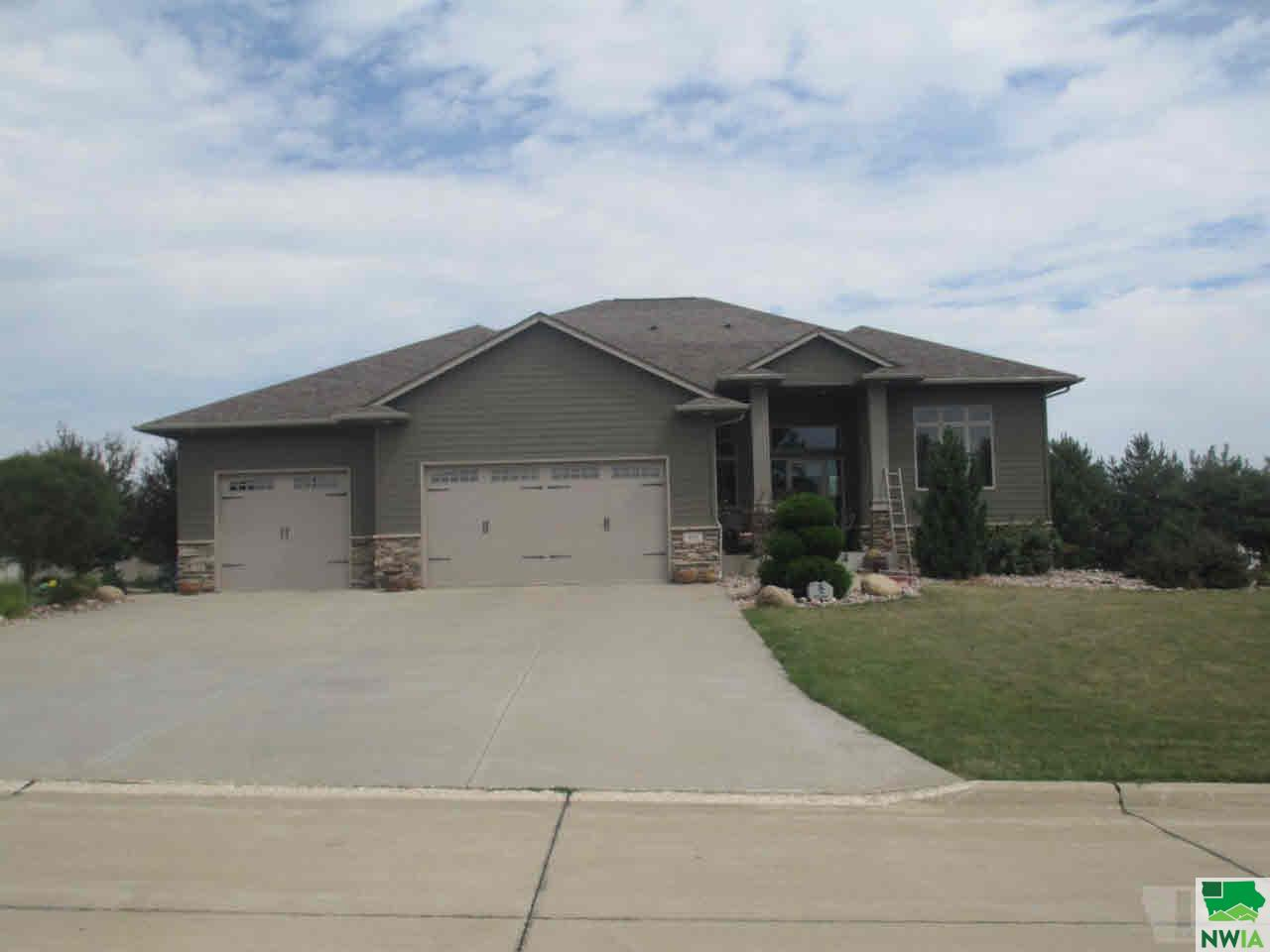 Property for sale at 692 12Th St Cir Se, Sioux Center,  IA 51250
