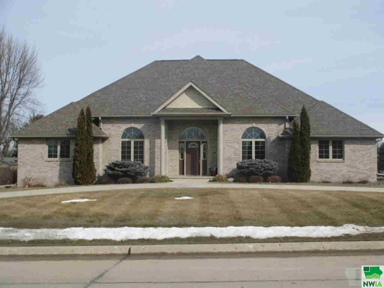 Property for sale at 160 19th St Se, Sioux Center,  IA 51250