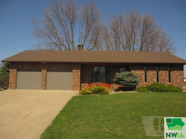 Property for sale at 636 6th Street Nw, Sioux Center,  IA 51250