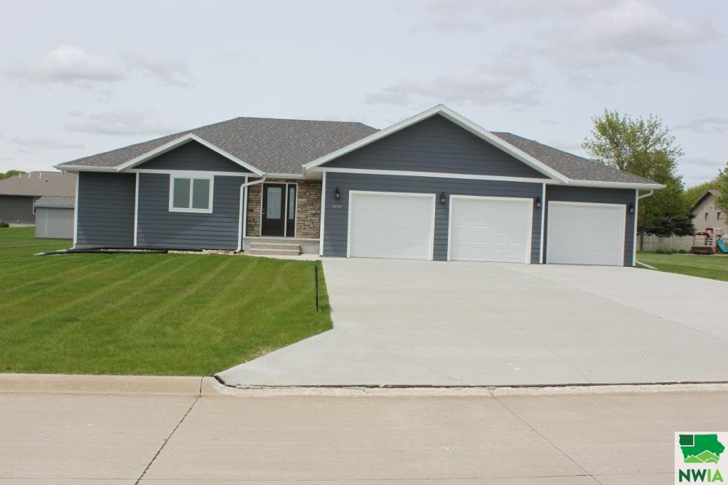 Property for sale at 1653 6th Avenue, Sioux Center,  IA 51250