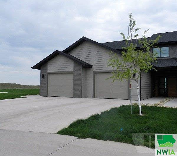 Property for sale at 720 12Th Street Unit: 11, Sioux Center,  IA 51250