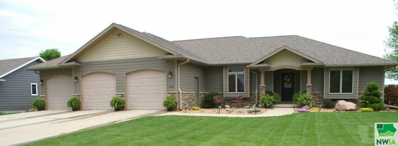 Property for sale at 1442 4th Ave Se, Sioux Center,  IA 51250