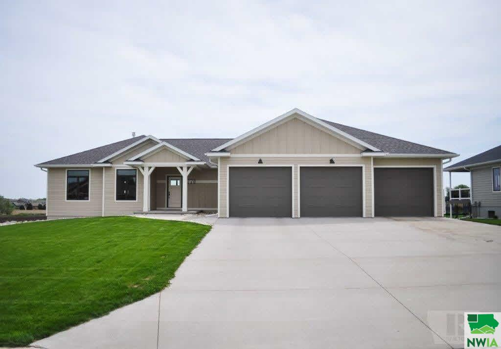 Property for sale at 1770 6th Avenue, Sioux Center,  IA 51250