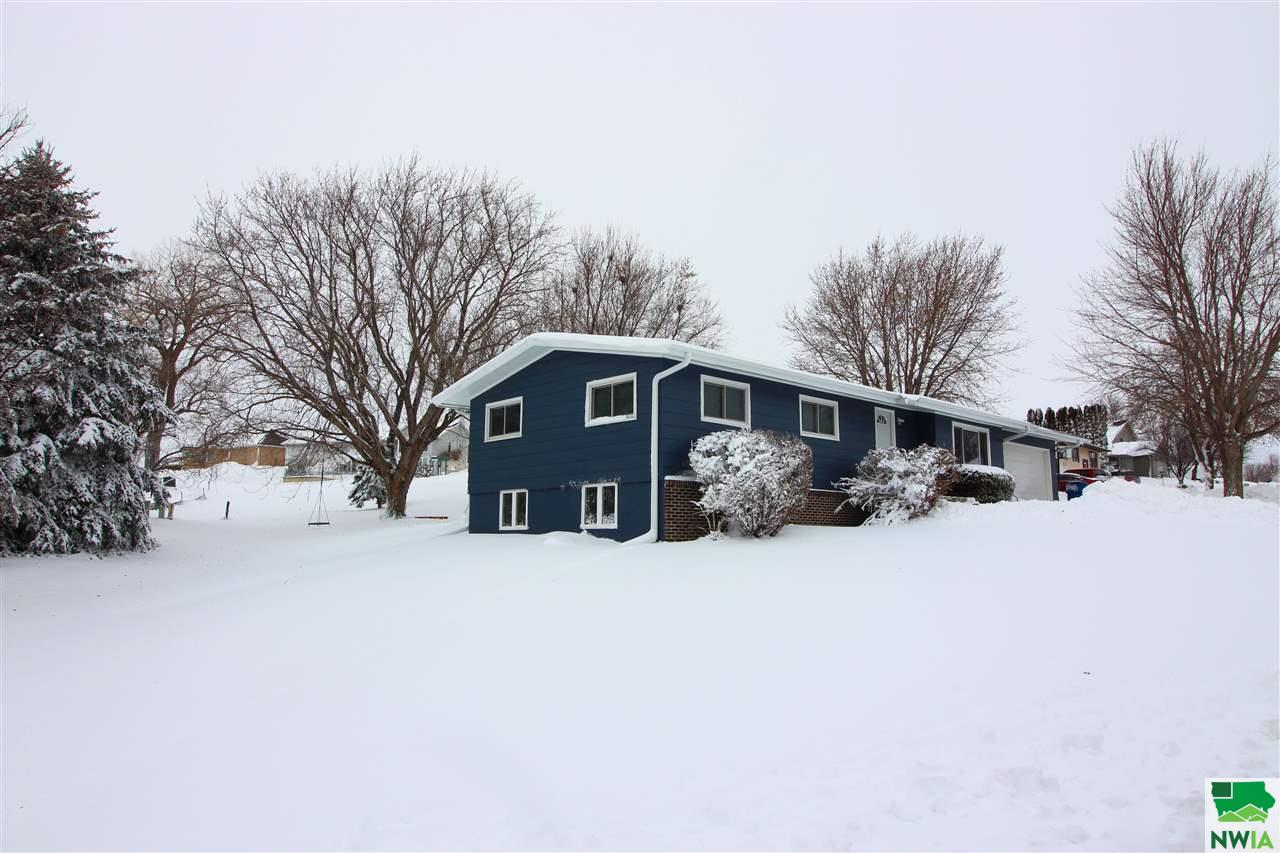 Property for sale at 1123 Mariner Dr, Hinton,  IA 51038