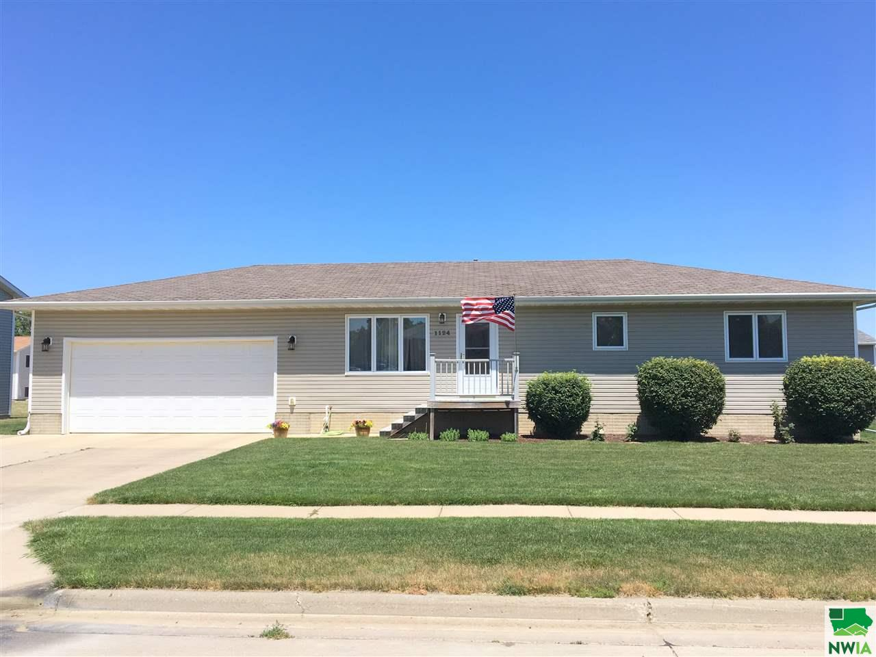 Property for sale at 1124 Madison, Vermillion,  SD 57069