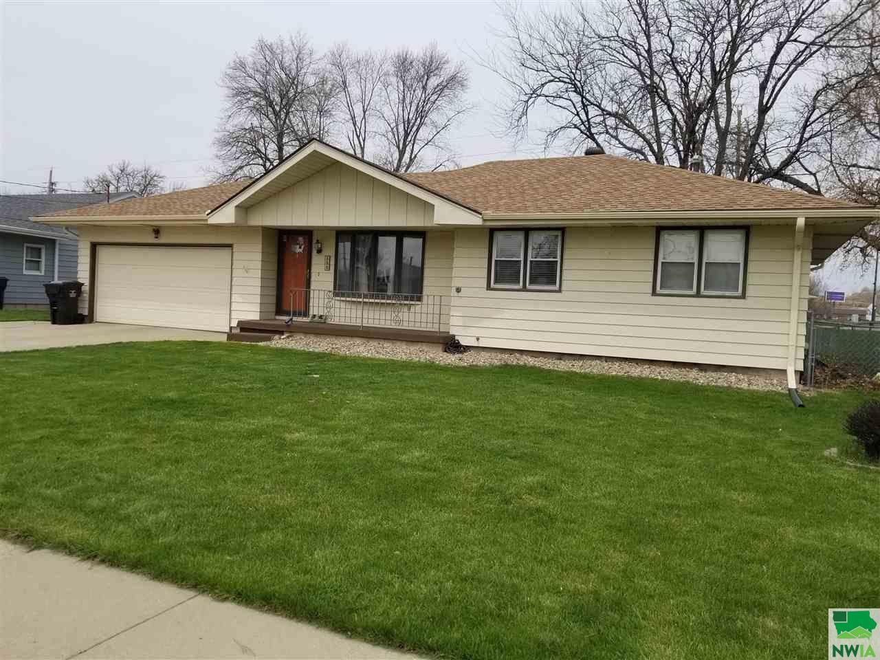 Property for sale at 135 Airview Dr, Sergeant Bluff,  IA 51054