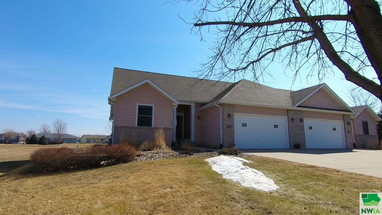Property for sale at 418 Pinehurst, Vermillion,  SD 57069