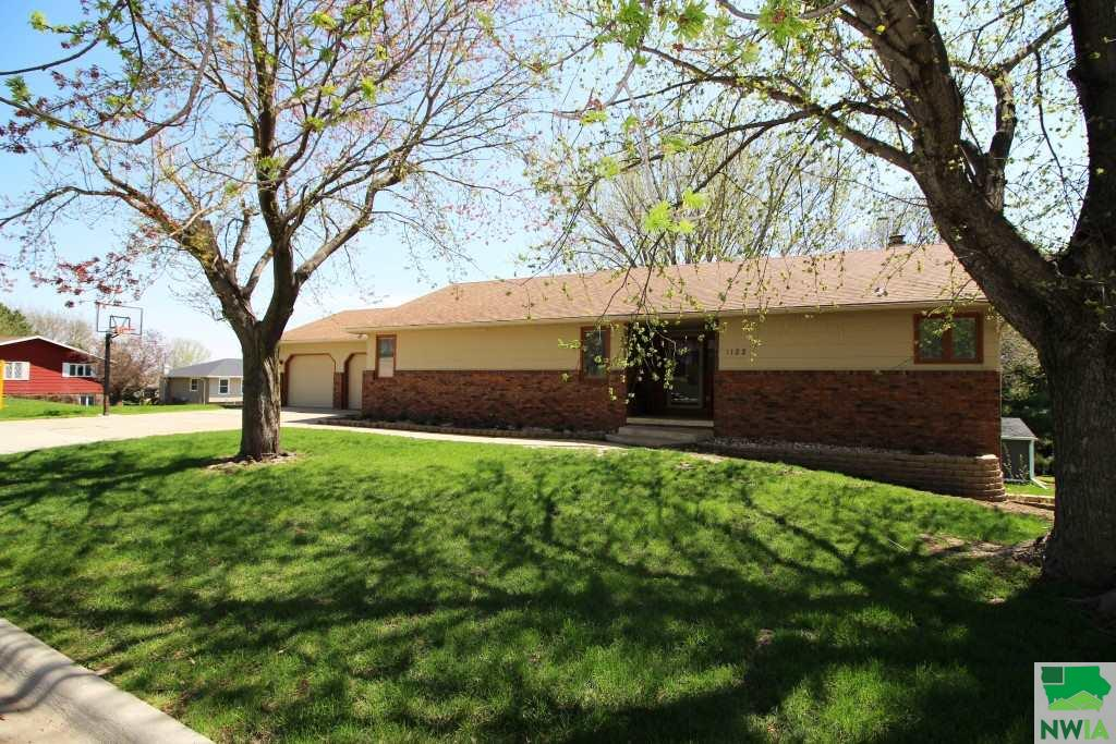 Property for sale at 1122 Mariner Dr, Hinton,  IA 51024