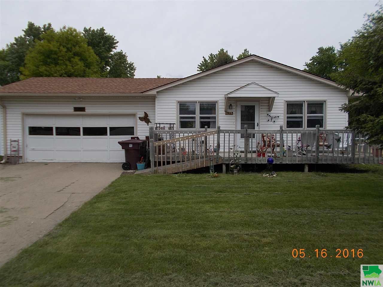 Property for sale at 429 E 14th, South Sioux City,  NE 68776