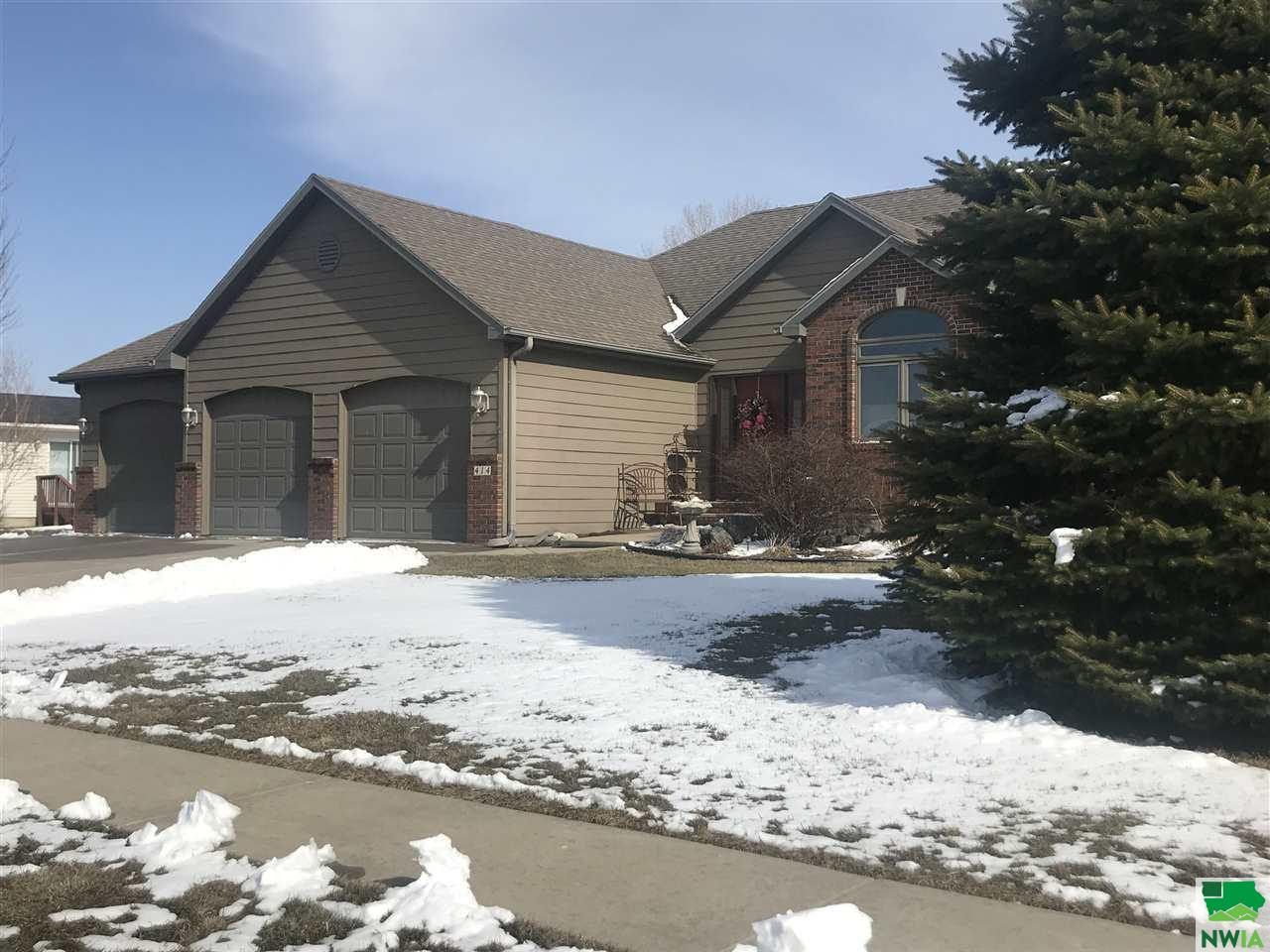 Property for sale at 414 S Crawford Rd, Vermillion,  SD 57069