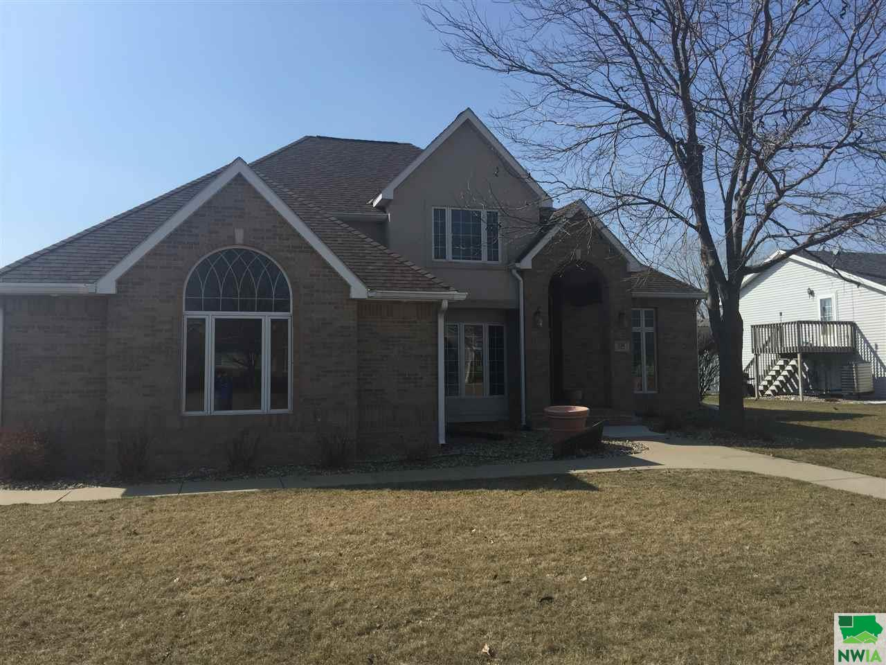 Property for sale at 526 Stonegate Circle, Sergeant Bluff,  IA 51054