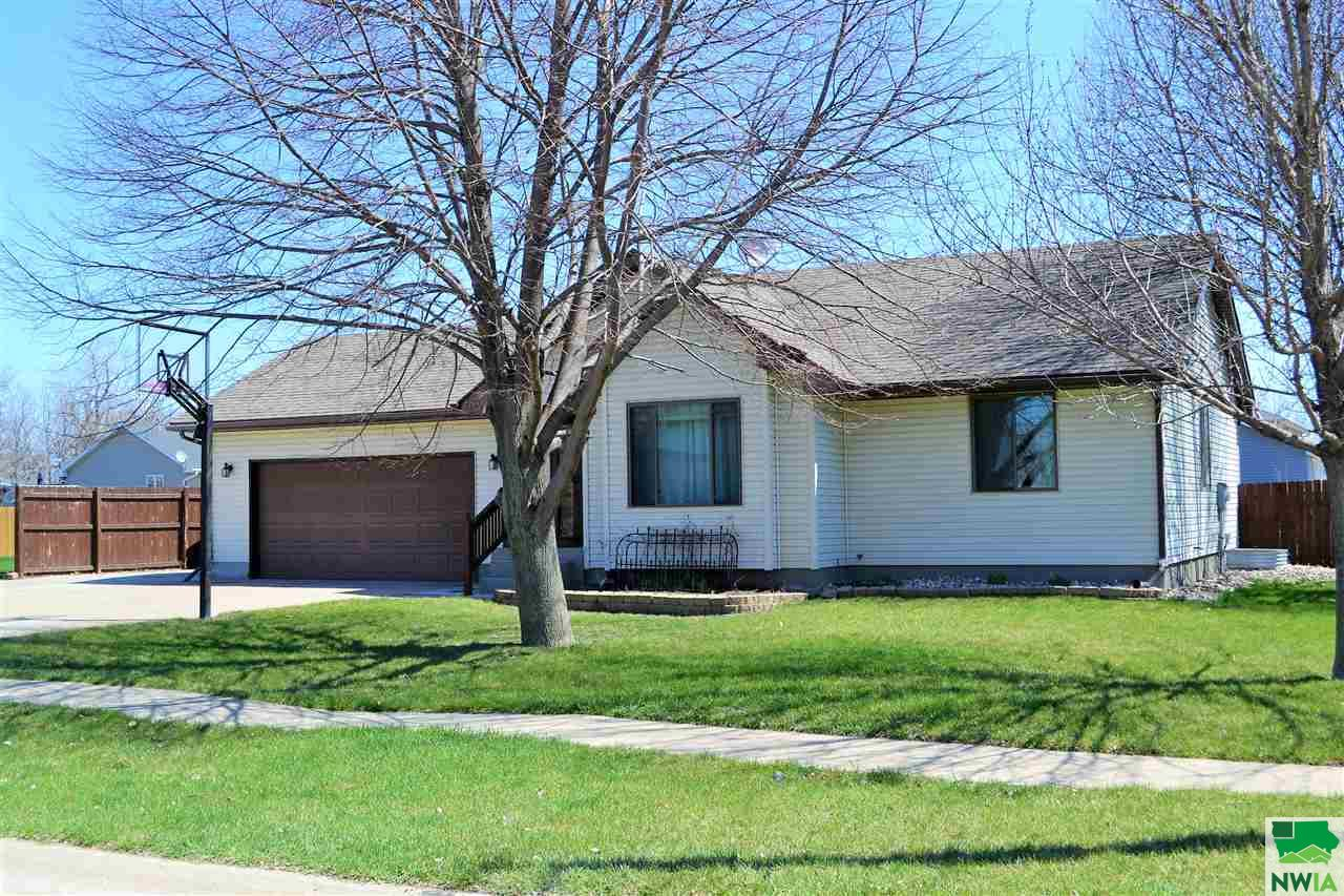 Property for sale at 604 Lakeshore Dr., Mccook Lake,  SD 57049