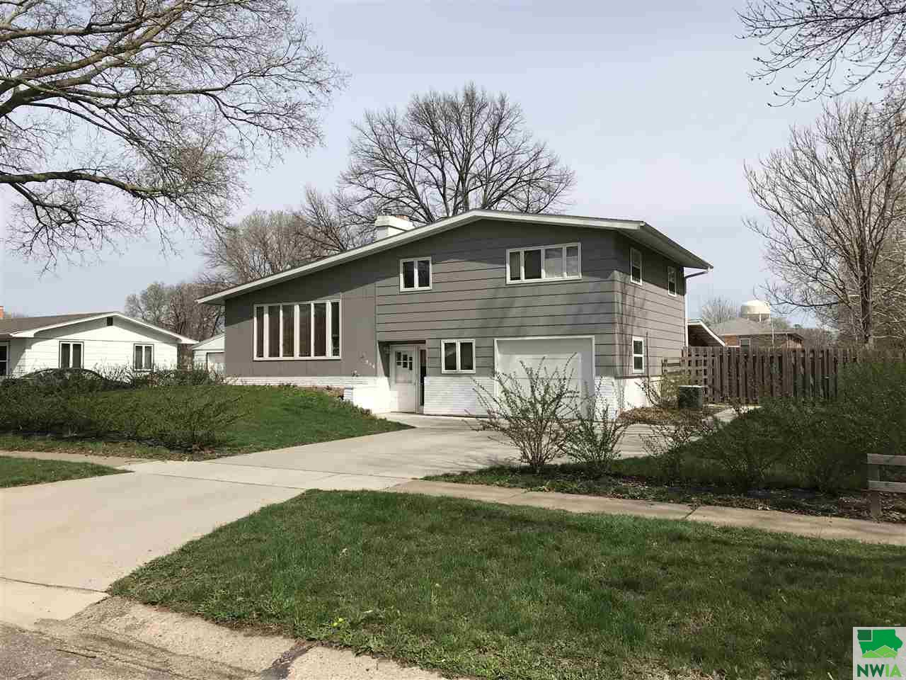 Property for sale at 916 Jane St, Vermillion,  SD 57069