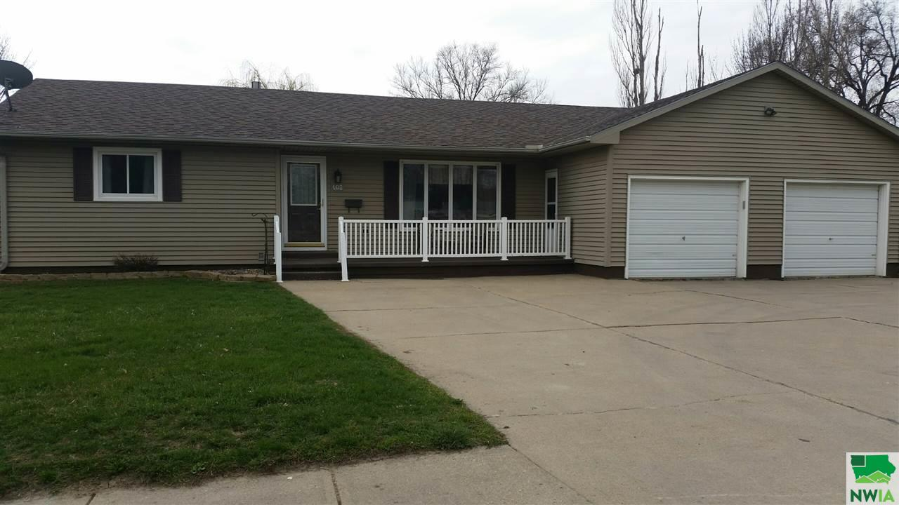 Property for sale at 402 1st Street, Sergeant Bluff,  IA 51054