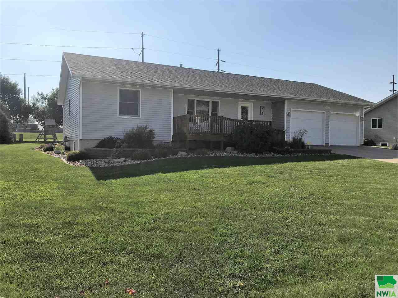 Property for sale at 912 Harrisburg Place Se, Orange City,  IA 51041