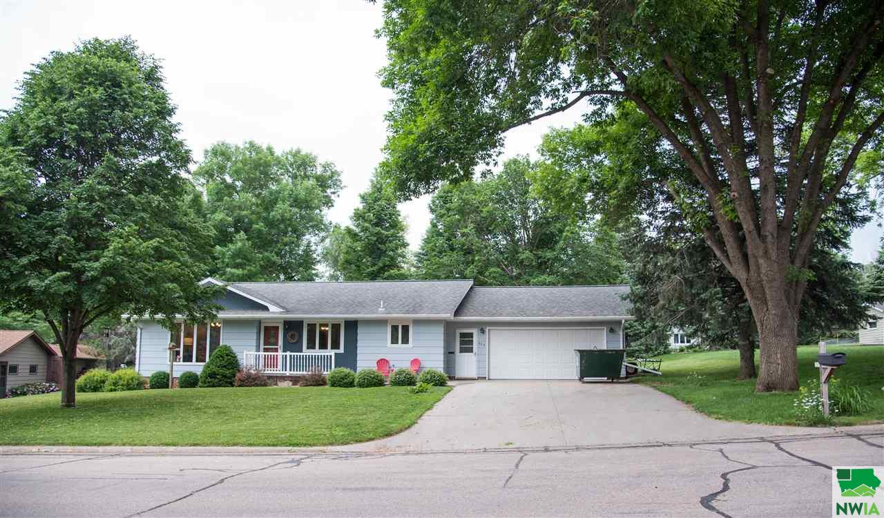 Property for sale at 625 S Meadow Drive, Sioux Center,  IA 51250