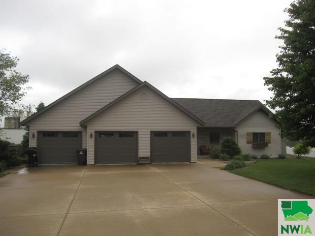 Property for sale at 152 10th Street Circle Ne, Sioux Center,  IA 51250