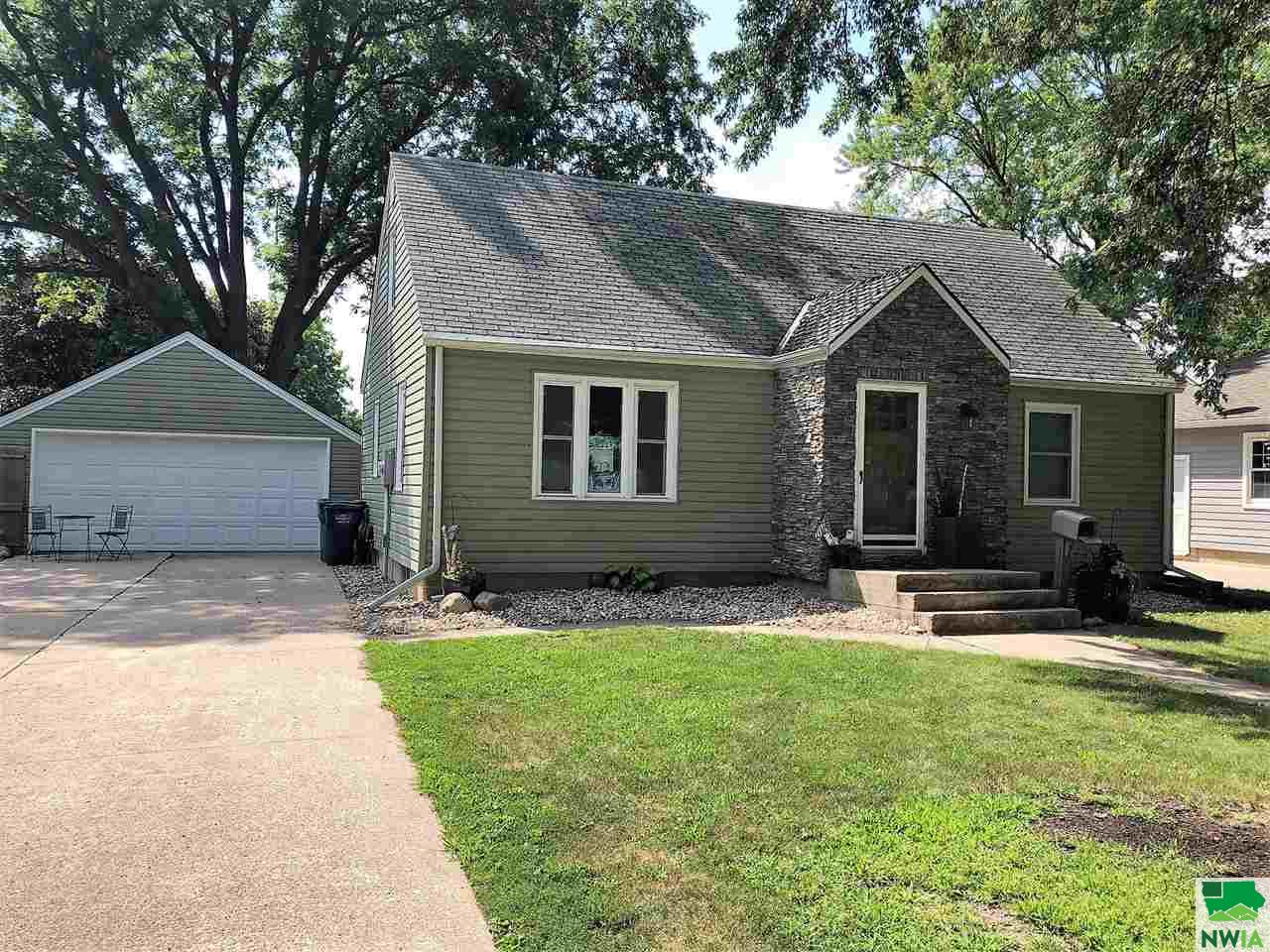 Property for sale at 114 Florida Ave Sw, Orange City,  IA 51041