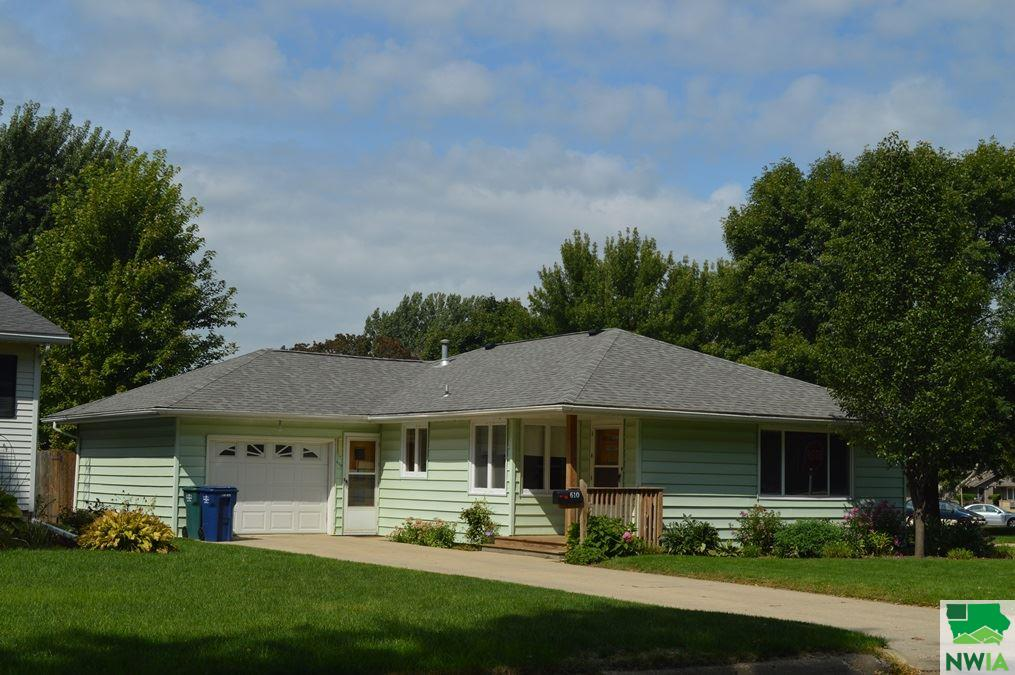 Property for sale at 610 Albany Ave Ne Unit: 0, Orange City,  IA 51041
