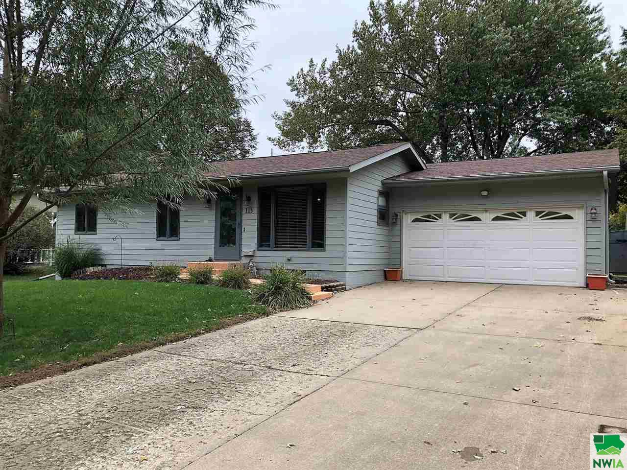 Property for sale at 113 Louisiana Ave Sw, Orange City,  IA 51041
