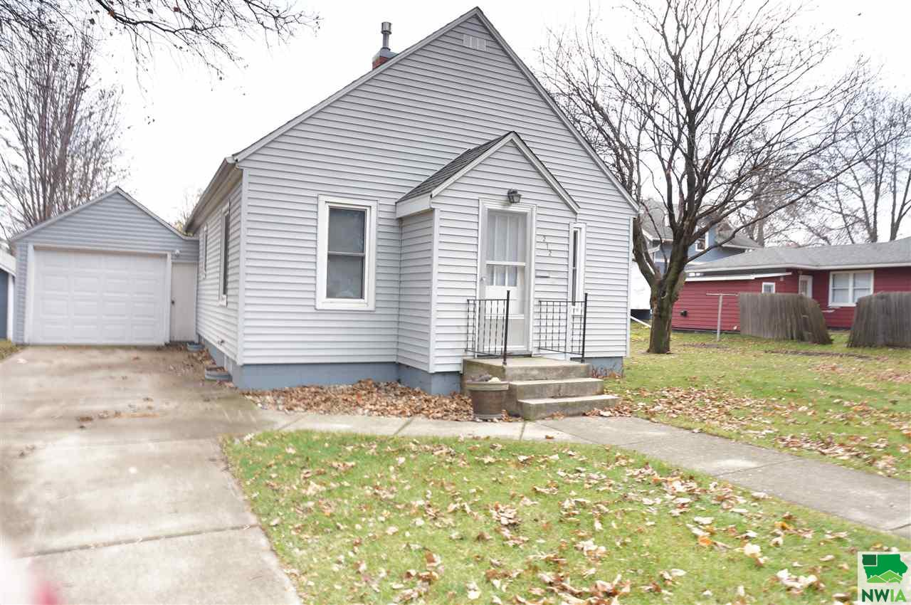 Property for sale at 212 5th Street Ne, Orange City,  IA 51041