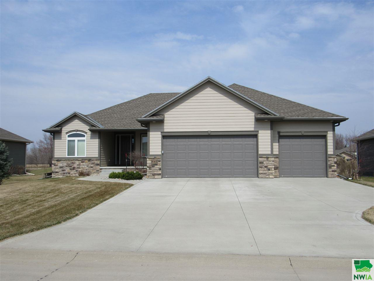 Property for sale at 645 Bluestem Tr, Dakota Dunes,  SD 57049