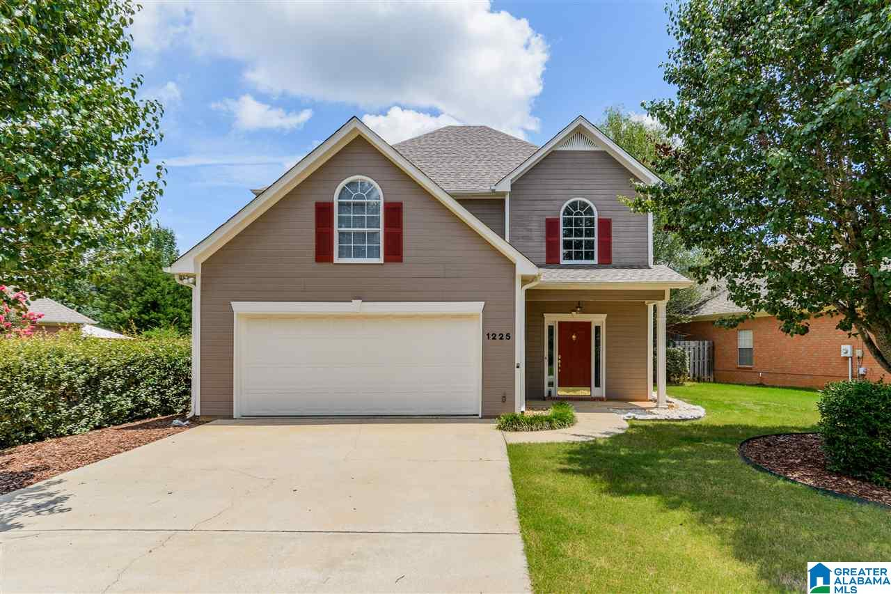 1225 Amberley Woods Dr