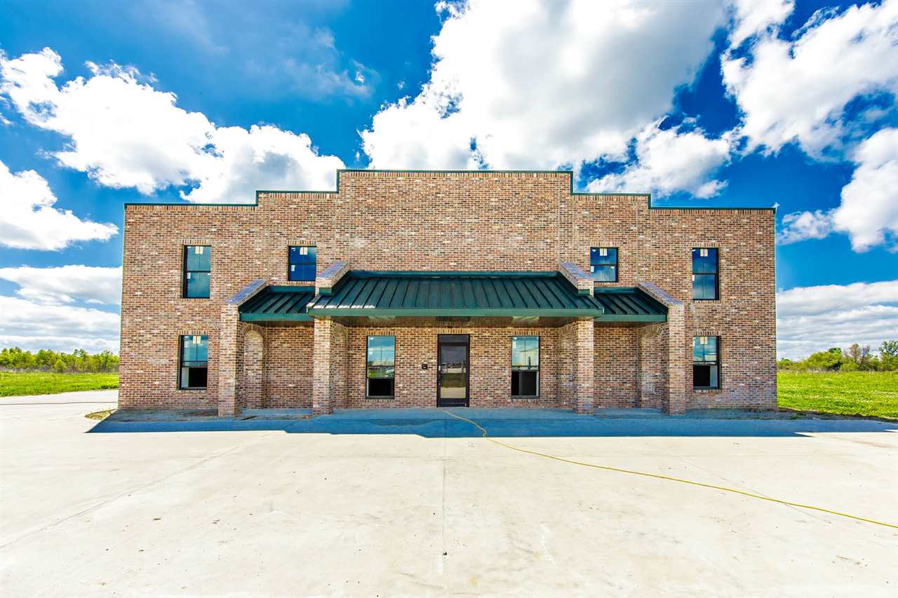 LOCATION LOCATION LOCATION!  In the heart of Houma's Industial/Commercial Business Park, you are minutes away from Hwy 90 with easy access to Lafayette, Baton Rouge, New Orleans, and Port Fourchon. 6 OFFICES AND ONE CONFERENCE ROOM CONFERENCE ROOM COULD BE A BREAK ROOM. UPSTAIRS AREA OVER OFFICE IS DECKED FOR ADDITIONAL OFFICE OR OTHER SPACE. PLENTY OF PARKING AND ACCESS TO THE REAR.   This property is also for Lease ($6,250/per month).