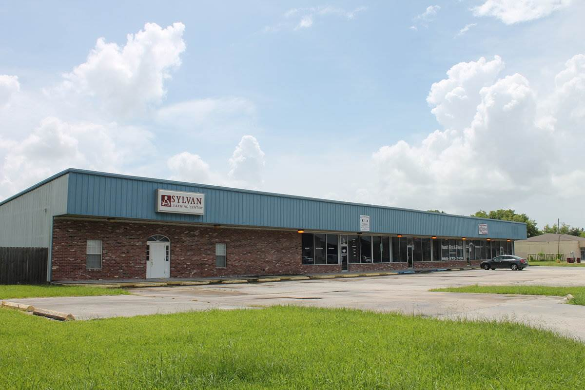 Five unit strip center for LEASE or SALE ($499,000.00). Solid brick construction. Ample parking. Units range from 1600 - 3600 sf. $7.00/ square foot annually. Can be used as retail, office, or warehouse.  This is a Triple Net Lease.  Call Agent to set appointment, Mike Heck 985-688-8787.  FIRST MONTHS RENT FREE!!!