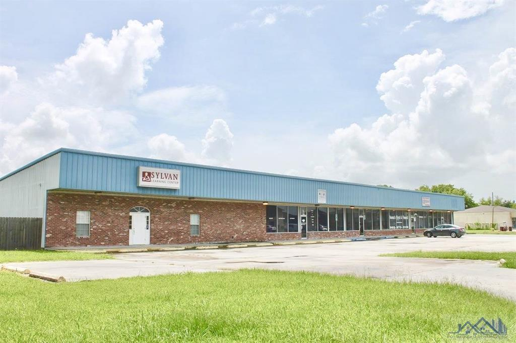 Five unit strip center for LEASE (FIRST MONTH RENT FREE). Lease price is $7.00/square foot annually. This is a TRIPLE NET LEASE.  Units range from 1600- 3600 sq ft. Can be used as retail, office or warehouse. Plenty parking. Property is also for SALE ($375,000.00) VERY MOTIVATED SELLER!!!