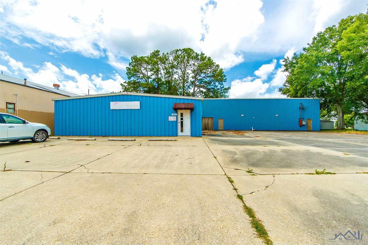 920-922 Sunset Blvd and Rear Vacant Lot (831 Crescent Blvd 62 X 125 ) are included. Entire Building Climate Control-Large Paved Parking-Roof is Steel Panel. 5 offices 3 half baths and Large Warehouse which includes a 40' x 65' (2,600 sq .ft.) Loft/Storage area.