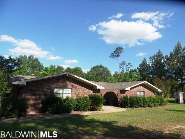 103 Fernway Dr, Atmore, AL 36502